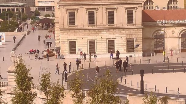 """У французькому Марселі на вокзалі чоловік із криком """"Аллах Акбар!"""" зарізав двох людей"""