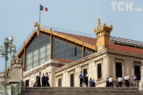 "Во французском Марселе на вокзале мужчина с криком ""Аллах Акбар!"" зарезал двоих людей"