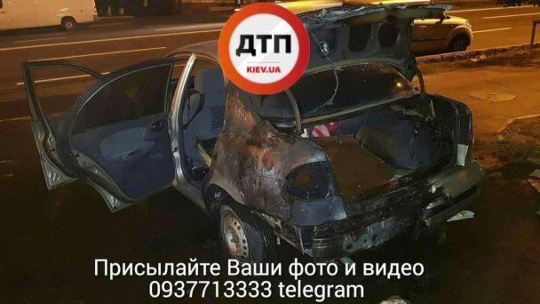 У Києві унаслідок підпалу згоріли два автомобілі