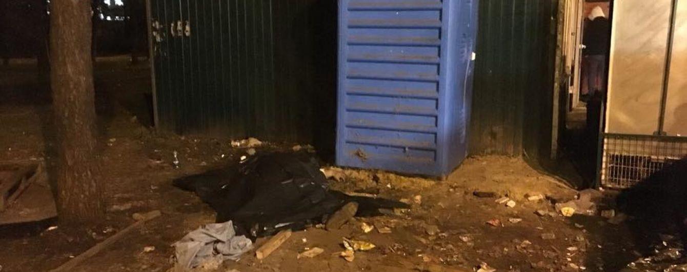 В Киеве возле станции метро нашли мертвого мужчину
