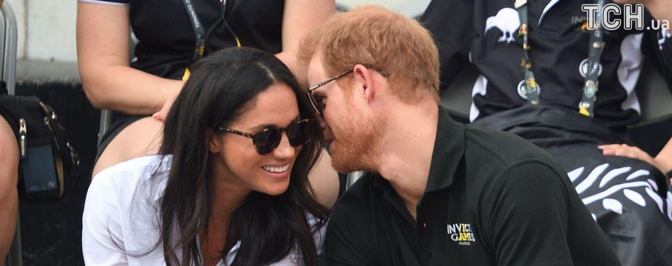 Закохану парочку Меган Маркл та принца Гаррі заскочили за поцілунками