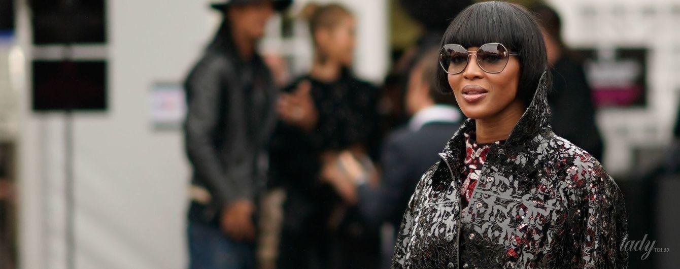 В коротком парике и кружевном пальто: эффектный выход Наоми Кэмпбелл