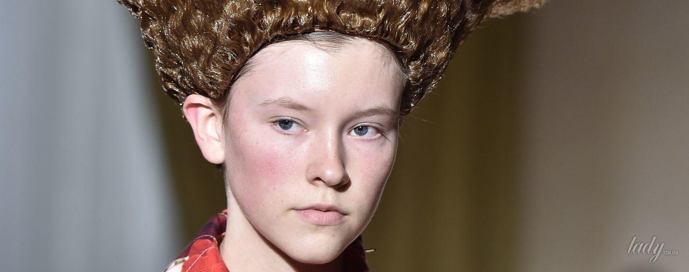На Неделе моды в Париже модели вышли на подиум в прическах, как у российского сенатора