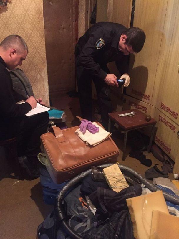 В Киеве на Оболони обнаружили арсенал оружия