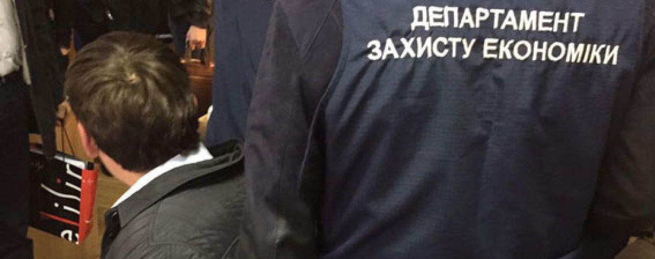 У Харкові держвиконавець погорів на хабарі у понад 100 тис. гривень