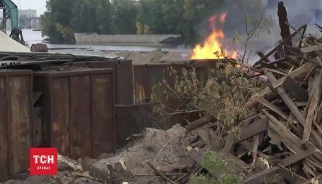 Дым от Речного порта переполошил жителей Подола
