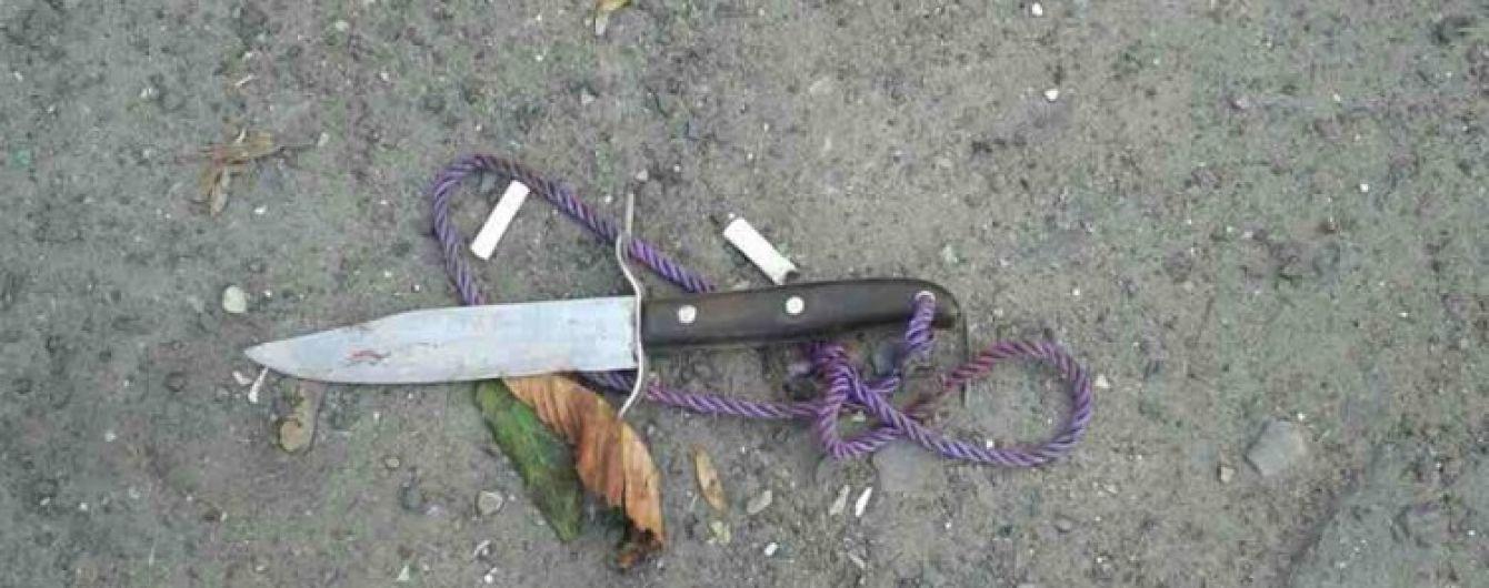 В Одесі чоловік в магазині порізав молоду пару