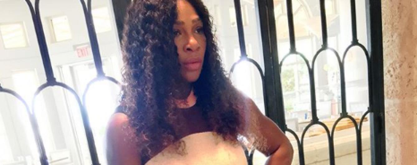 Спустя месяц после родов: Серена Уильямс похвасталась фигурой в белом мини-платье