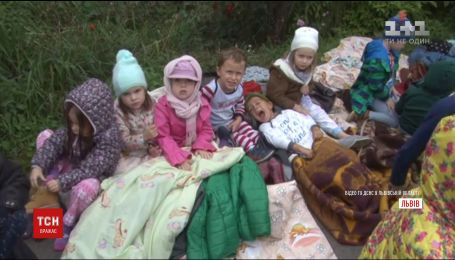Во время пожара в детском саду Львова воспитатели самостоятельно эвакуировали 40 детей