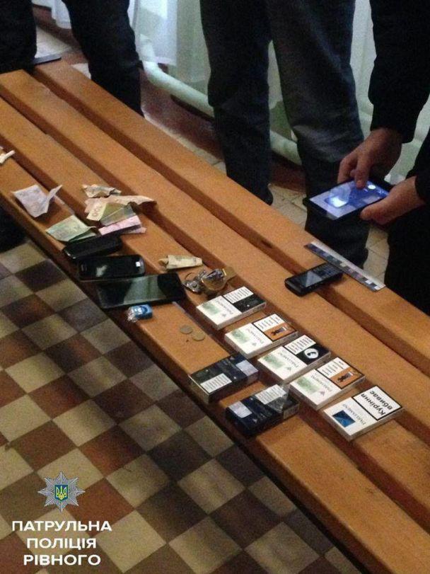 У Рівному затримали чоловіка, який крав у першокласників мобільні телефони та гроші