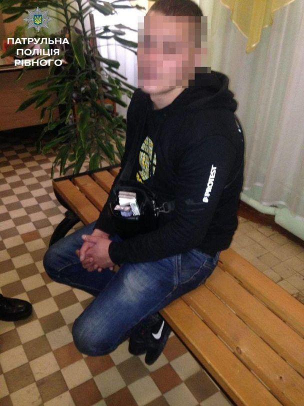 В Ровно задержали мужчину, который воровал у первоклассников мобильные телефоны и деньги
