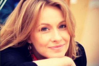 Елена Кравец вместе с подросшими двойняшками нарядилась в одинаковые рубашки