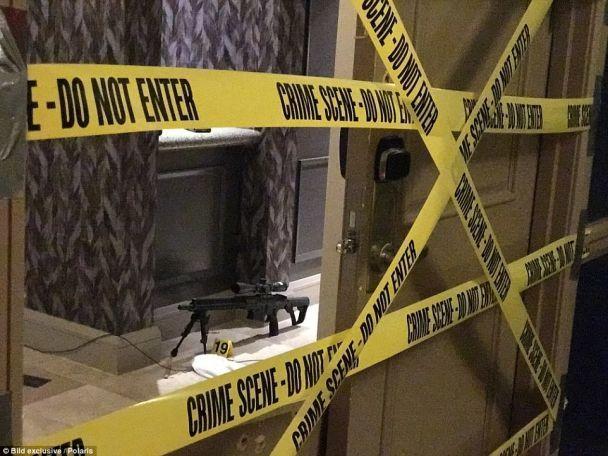 Молоток, снайперське «гніздо» та мертвий вбивця: з'явилися нові фото із готельного номеру стрілка із Лас-Вегаса