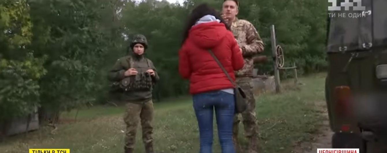 На Чернігівщині місцеві жителі повідомляють військовим зі складів боєприпасів про появу в селі чужинців