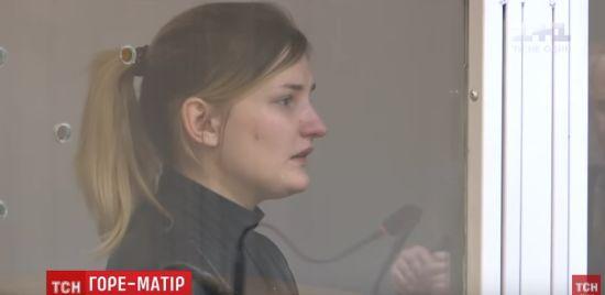 У Києві судять горе-матір, яка до смерті заморила голодом сина. Доньці вдалося вижити