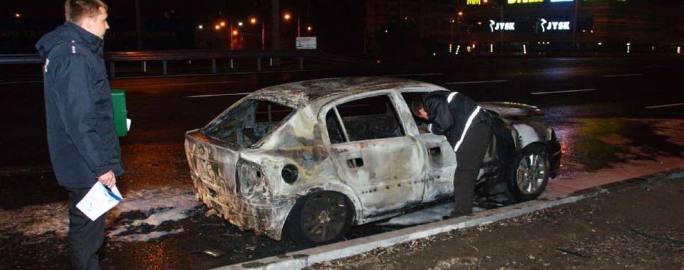 Ночью в Киеве горел Opel с литовскими номерами