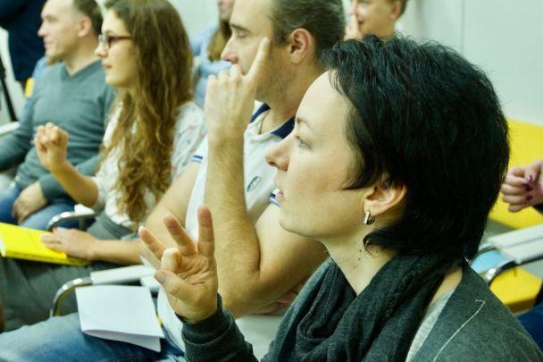 """Освітній міні-курс """"Заговори жестовою"""" доступний на каналі YouTube """"1+1 медіа"""""""