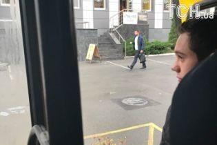 В Киеве «забитая» пассажирами маршрутка ехала с открытой дверью