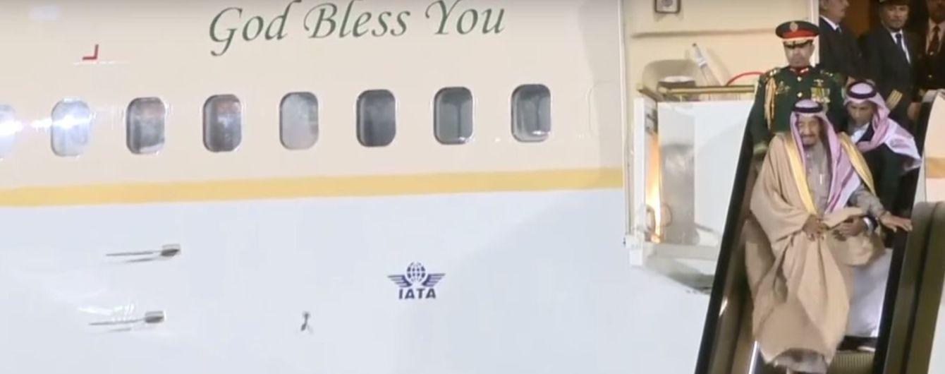 Первый визит короля Саудовской Аравии в РФ испортил конфуз в аэропорту