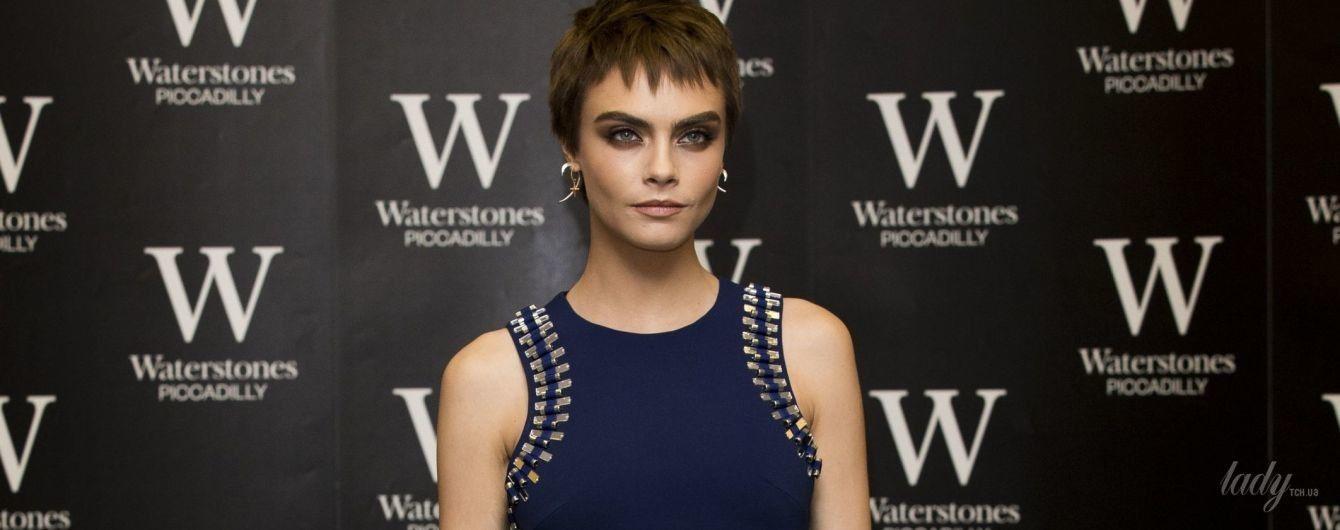 Модель, актриса, писатель: Кара Делевинь пришла на презентацию своего романа в стильном мини-платье