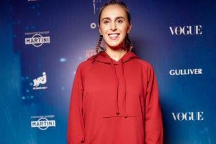 В платье-мешке и с косичками: стильная Джамала на премьере фильма