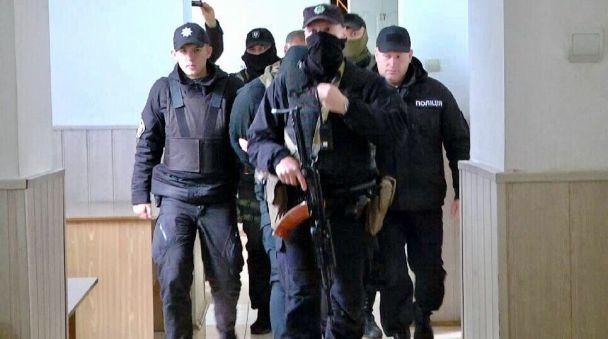 """Підозрюваних з банди """"Торпеди"""" триматимуть за ґратами щонайменше два місяці"""