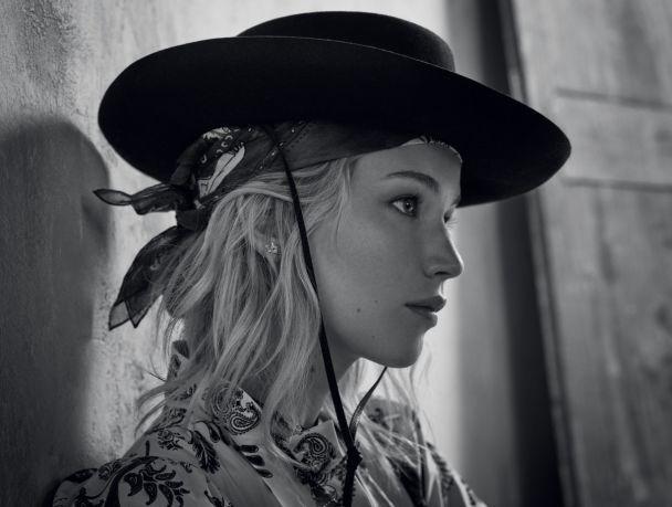 Дженнифер Лоуренс совместила ковбойские шляпы с платьями в фотосессии для известного бренда