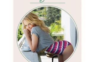 Осторожно, фотошоп: Кайли Миноуг увеличила себе ягодицы на обложке именного календаря