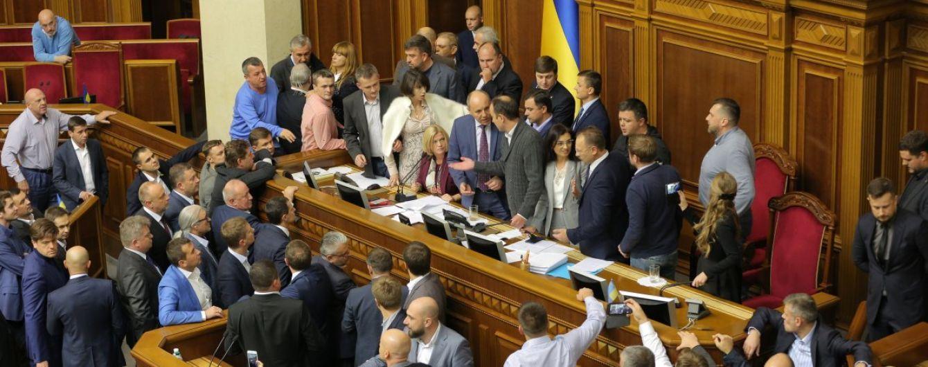 Парубій оголосив про вилучення з законопроекту про реінтеграцію Донбасу посилання на Мінські угоди і закрив засідання