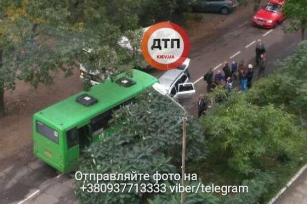 Смертельна ДТП: на Київщині легковик влетів у маршрутку