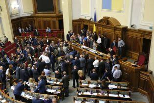 После работы Госохраны в ВР Парубий планирует запретить депутатам приносить оружие