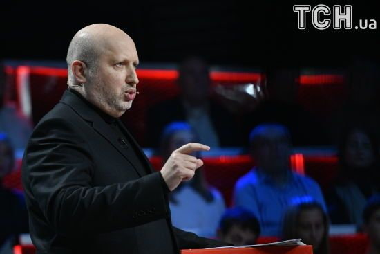 Росія збільшила кількість військових на Донбасі через конфлікт бойовиків - Турчинов