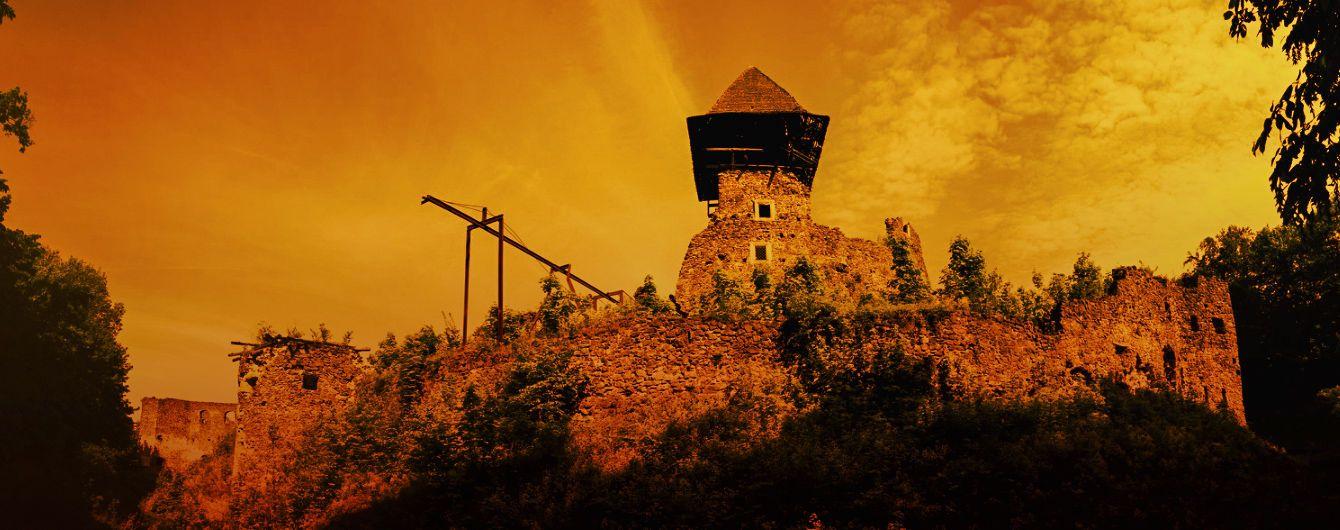 Чорний ліс та прокляте місце. На околицях Невицького височіють руїни замку Кривавої графині