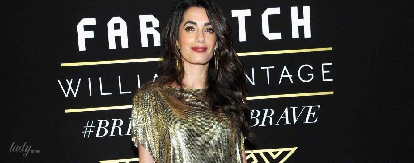 В золотом платье от Versace: молодая мама Амаль Клуни сверкнула стройными ногами на вечеринке