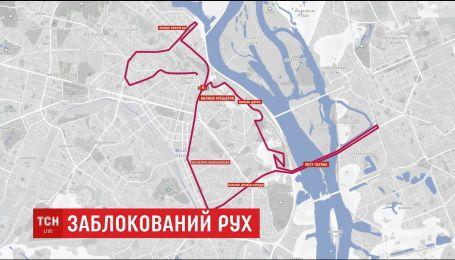 Організатори столичного марафону влаштували для автомобілістів проїзди під час забігу