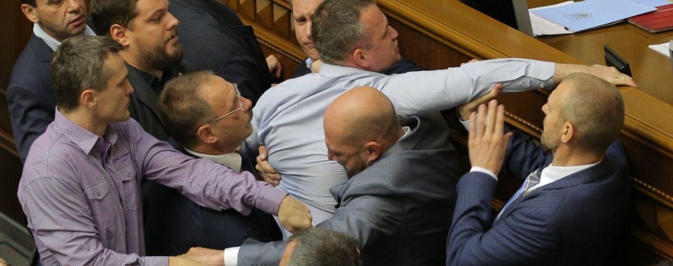 Історія депутатських бійок у Верховній Раді сягнула 20 років: виборці втомилися