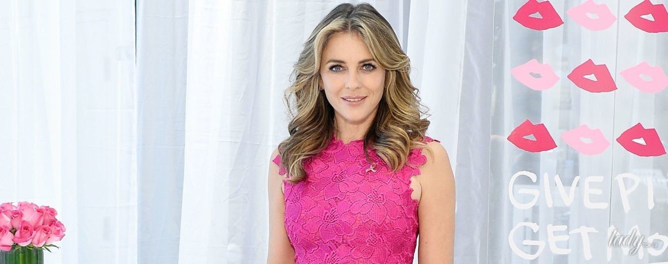 Как Барби: Элизабет Херли в розовом платье продемонстрировала идеальную фигуру