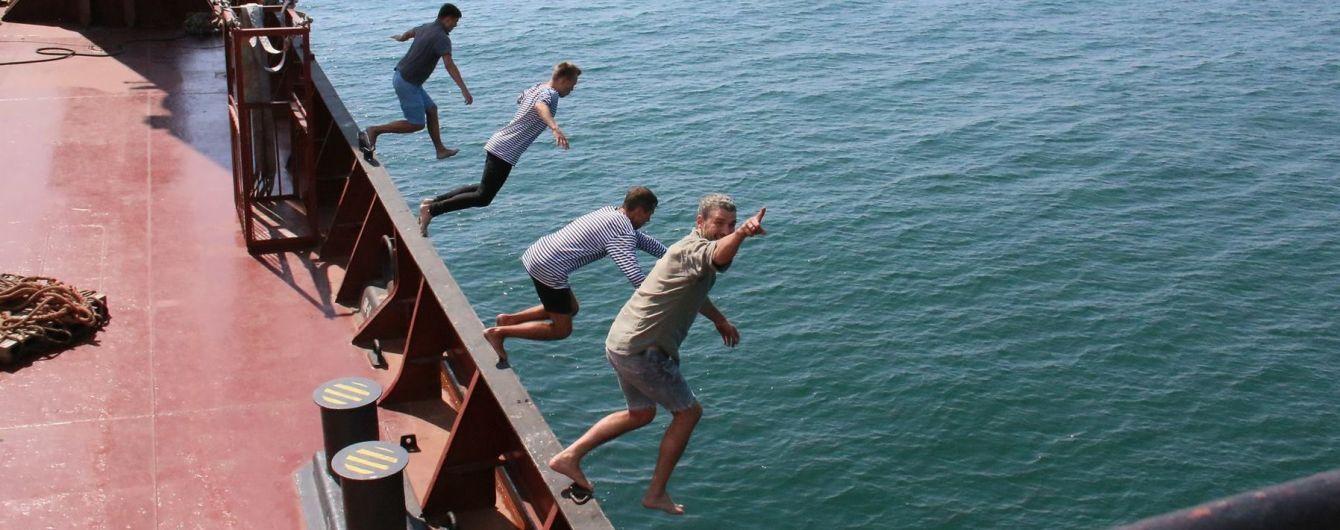 Мірзоян ефектно стрибнув у воду з борту корабля у новому кліпі
