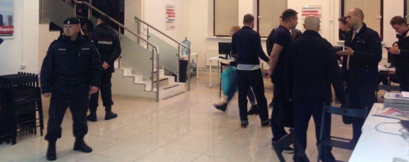 До штабу Навального з обшуками прийшла поліція