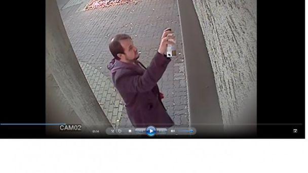 Польська поліція опублікувала фото вандала, який спаплюжив будівлю консульства України в Ряшеві