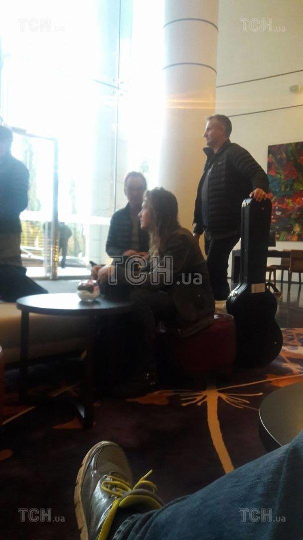 Стинг раздал автографы в гостинице и отправился с сыном на концертную площадку