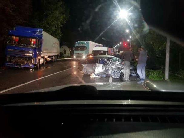 На Львівщині легковик лоб у лоб протаранив вантажівку, є загиблі