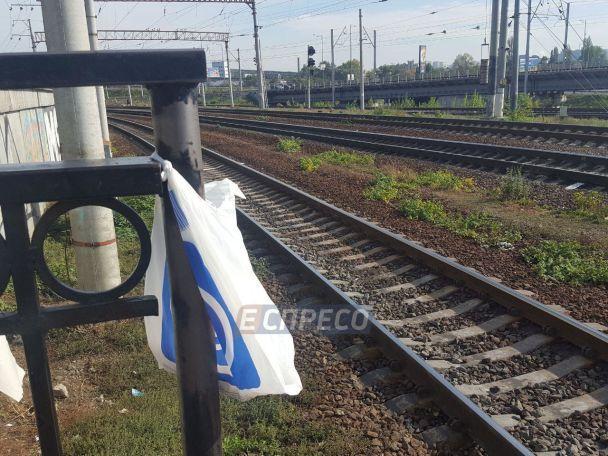 У Києві на Видубичах жінка потрапила під потяг