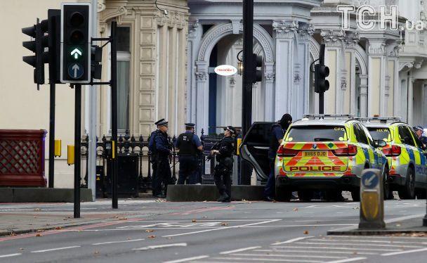 У центрі Лондона авто наїхало на юрбу людей на тротуарі, є постраждалі