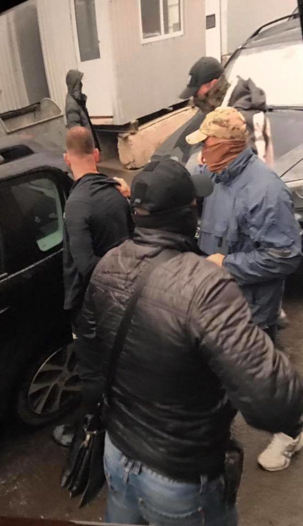 У Вінниці затримали митника, який збирав із фірм побори для свого керівництва