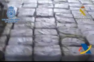 В Испанию на корабле хотели провезти почти четыре тонны кокаина