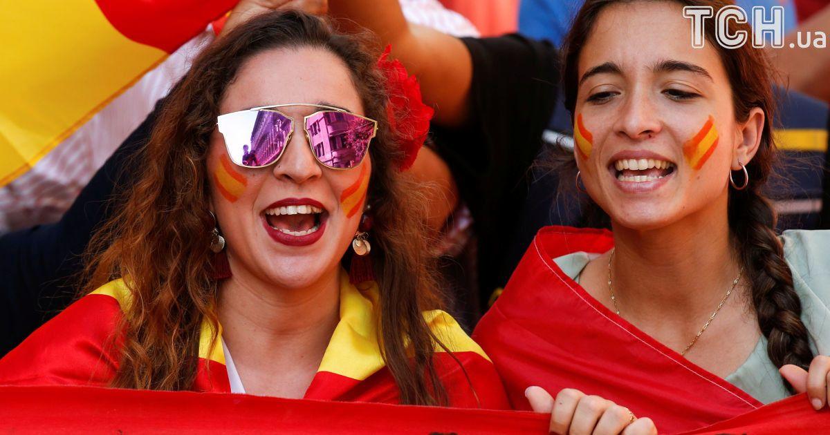 """""""Каталонія - це Іспанія"""". У Барселоні тисячі людей вийшли протестувати проти незалежності регіону"""