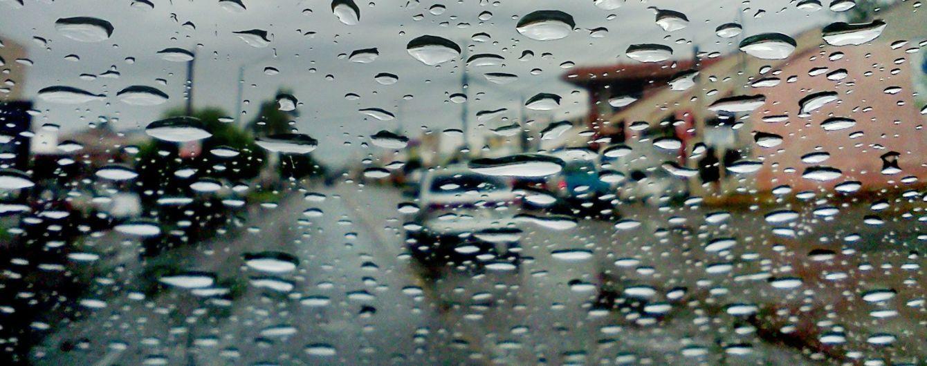 На дорогах Києва через дощ стрімко збільшилася кількість ДТП