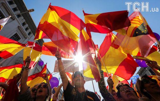 Парламент Каталонії відклав на годину можливе оголошення незалежності