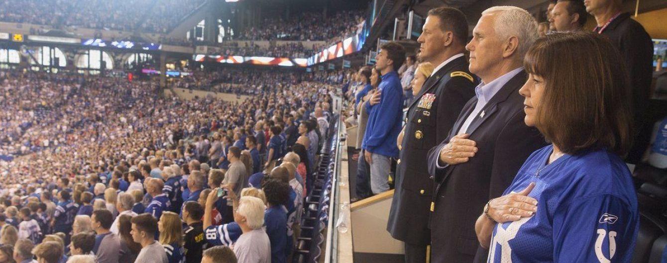 Вице-президент США ушел с матча через неуважение игроков к гимну